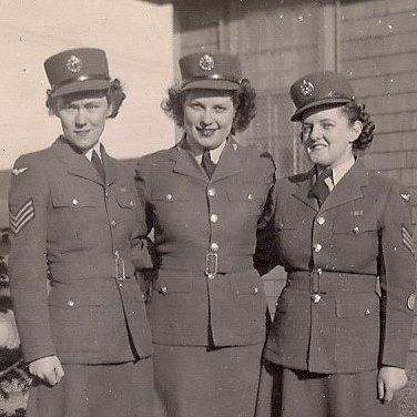 Ysobel Carter (centre) World War 2